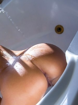 Tomi Taylor bathes her golden body in warm water